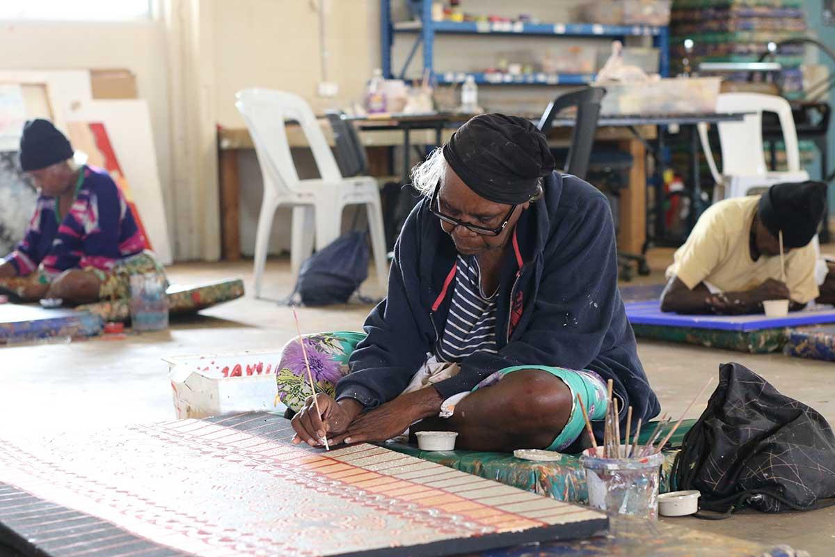Artist painting at Papunya Tjupi Arts