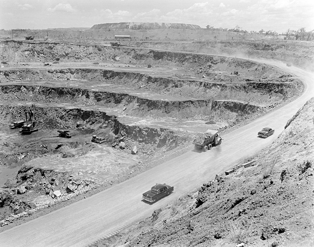 White's open cut pit with White's overburden heap in the background (1958). National Archives of Australia: A1200, L26916